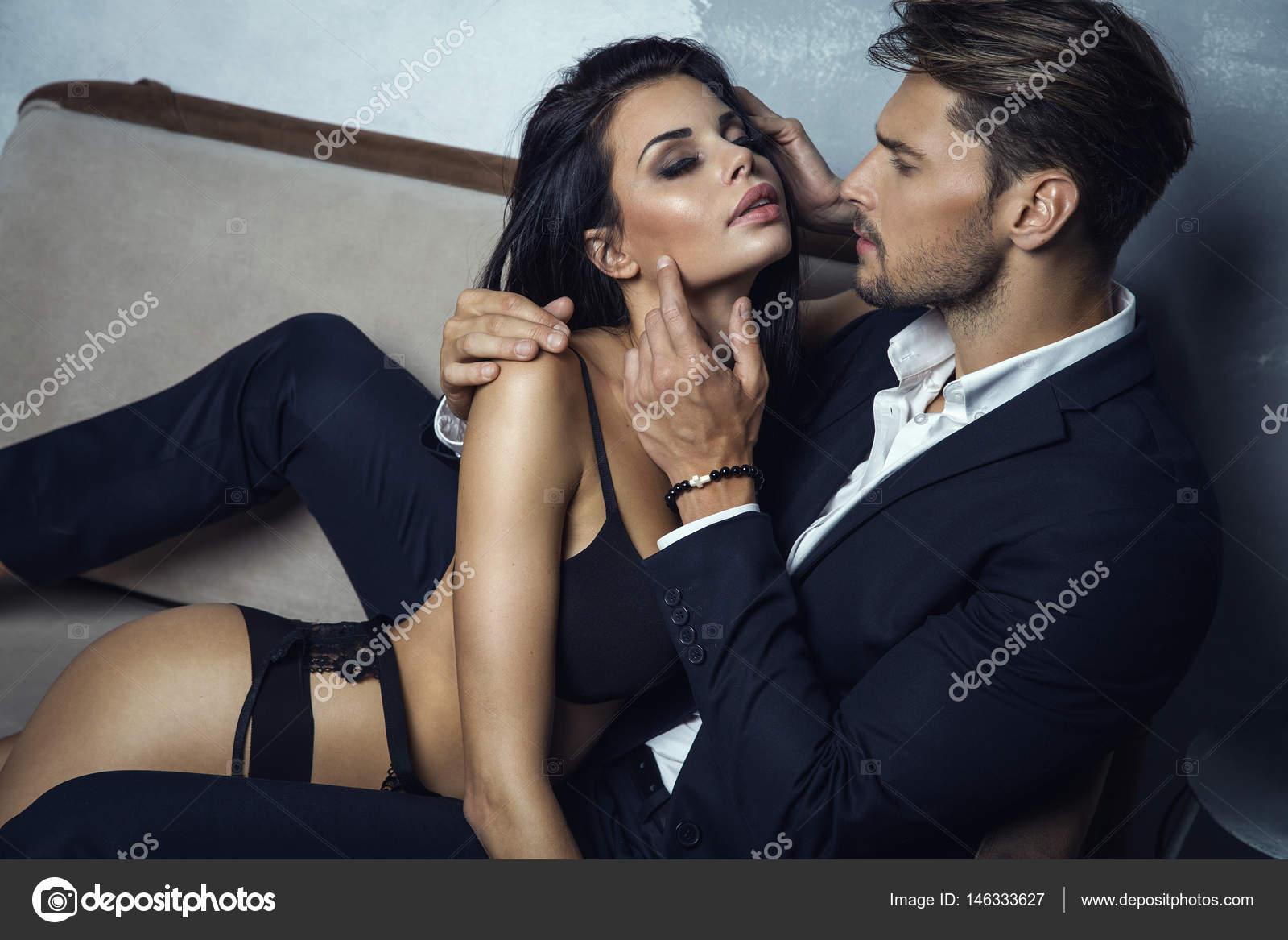 Casal Sexy Tocando Um Ao Outro  Fotografias De Stock  Kiuikson 146333627-1339