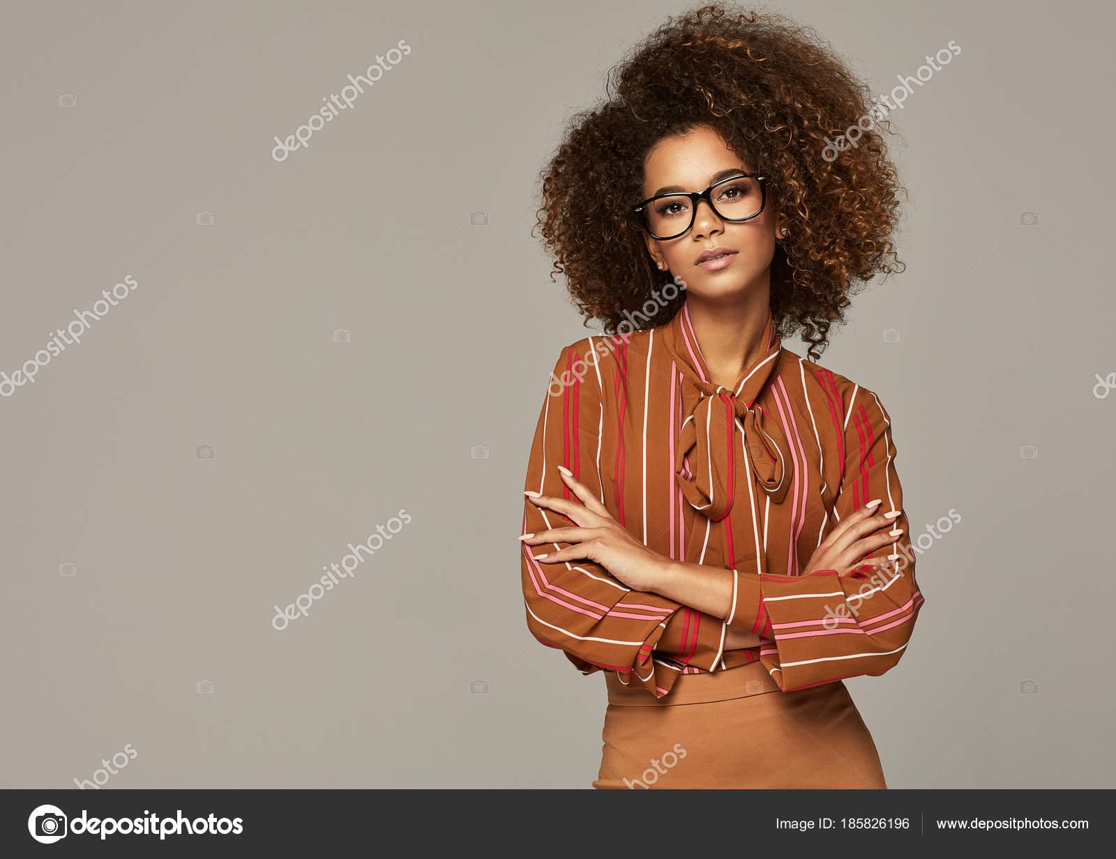 3dadb05f0ea6 γυναικείο πρότυπο για casual ρούχα — Φωτογραφία Αρχείου © kiuikson ...