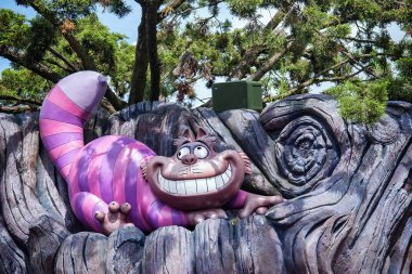 Cheshire Cat sprawled on the tree