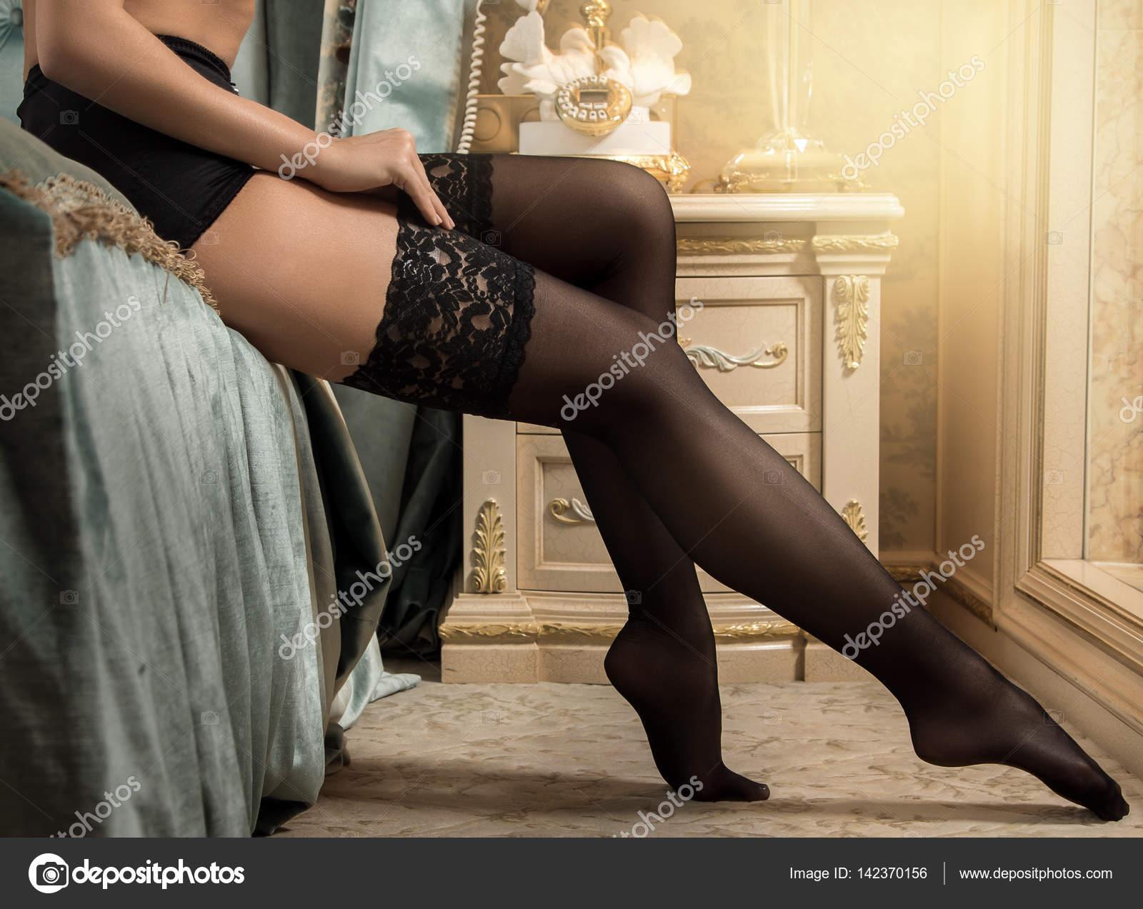 Красивые женские ножки в чулочках, зрелые сквиртинг онлайн