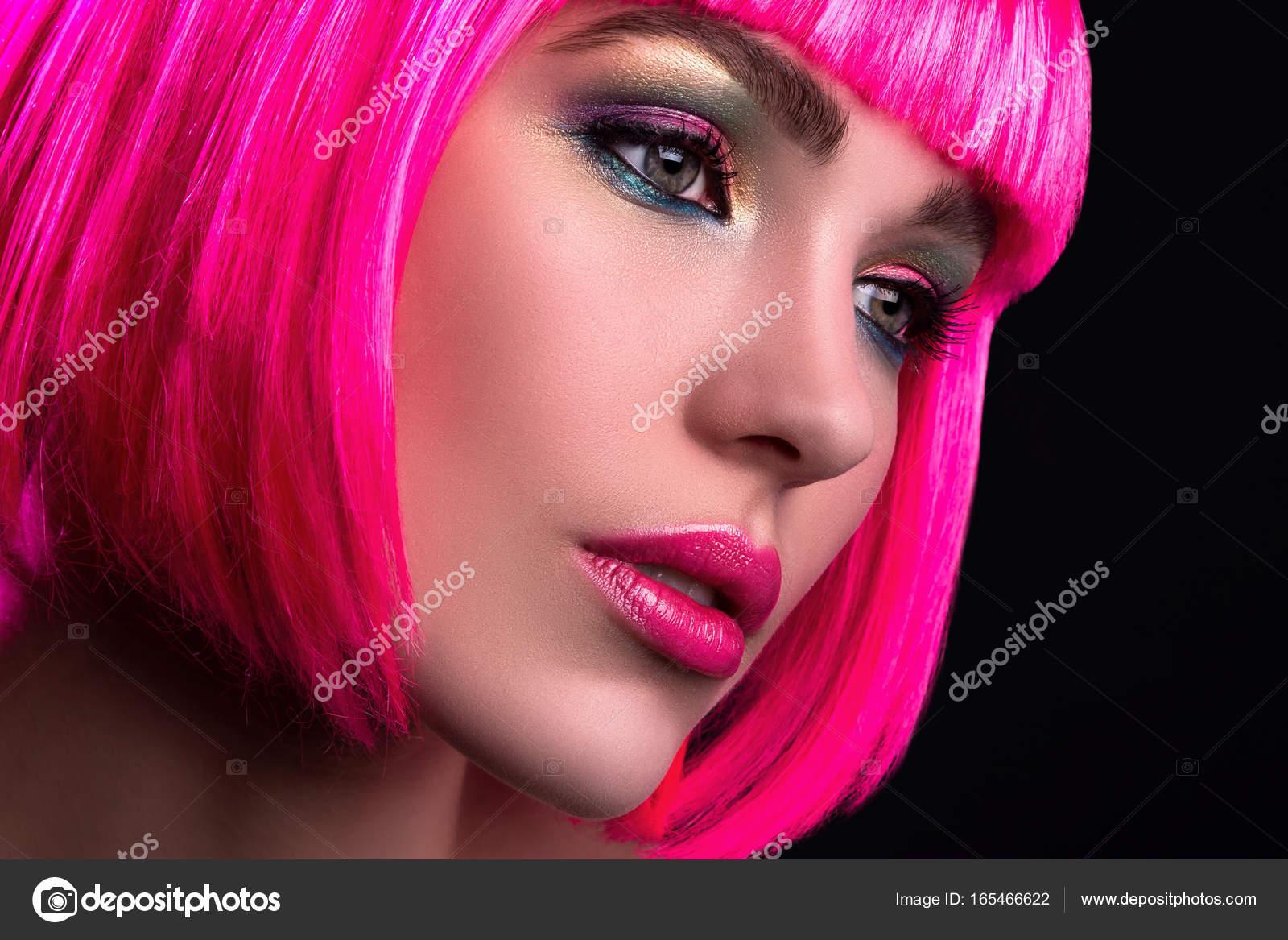 Donna con i capelli rosa - Foto Stock: Foto, Immagini © AY ...