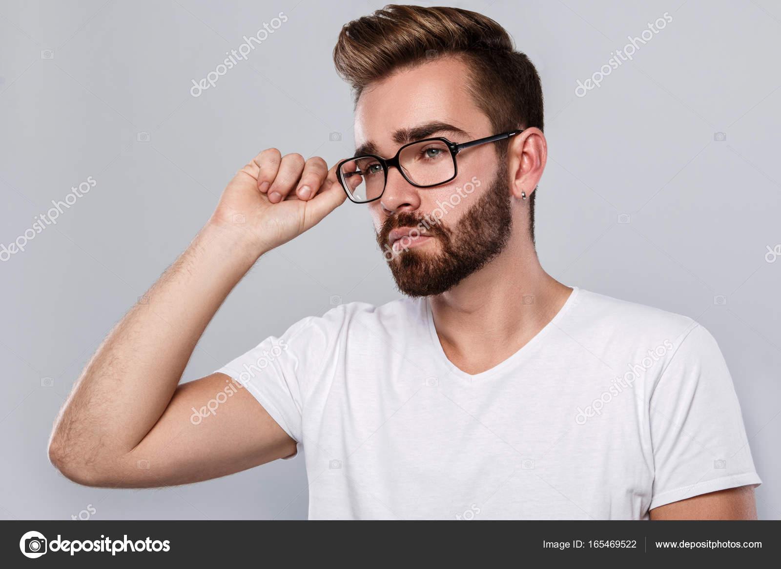 7fc930fe3c Uomo alla moda in occhiali da vista — Foto Stock © AY_PHOTO #165469522