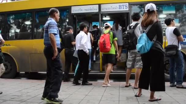 BANGKOK,THAILAND - JANUARY 10,2017 : People waiting for a bus on the bus stop.