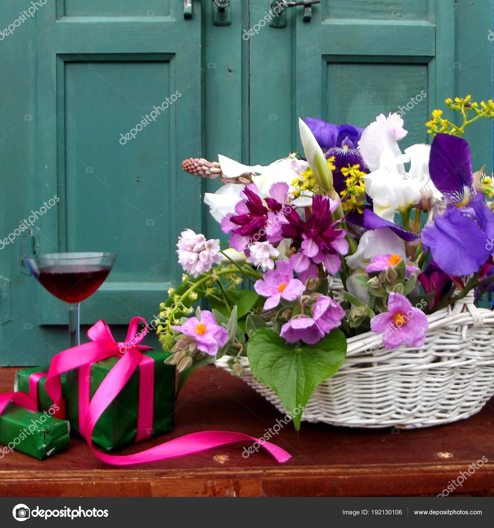 Fabulous Stilleven Met Bloemen Verjaardag Presenteert — Stockfoto © motril &BJ75