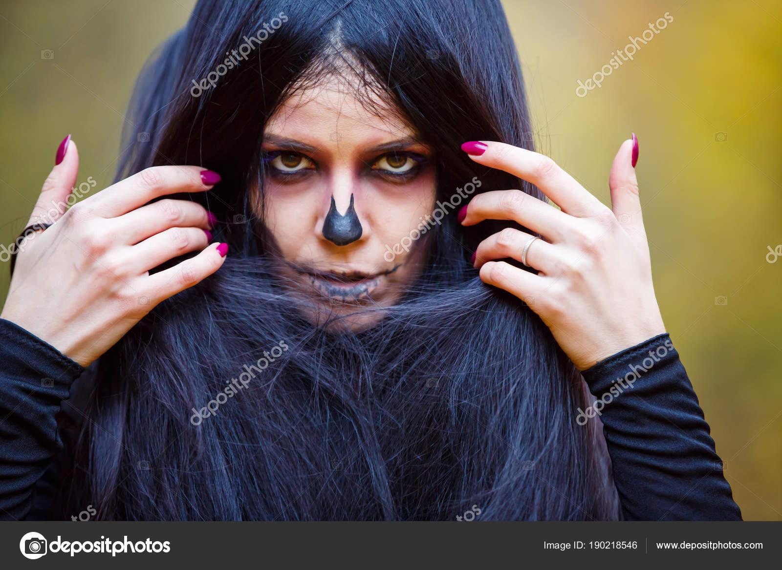 monstre fille noire jouir dans les talons