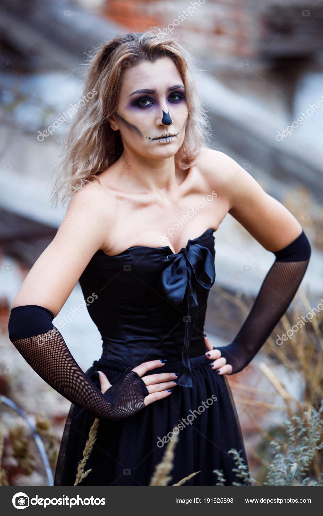 Maquillaje para halloween con vestido negro