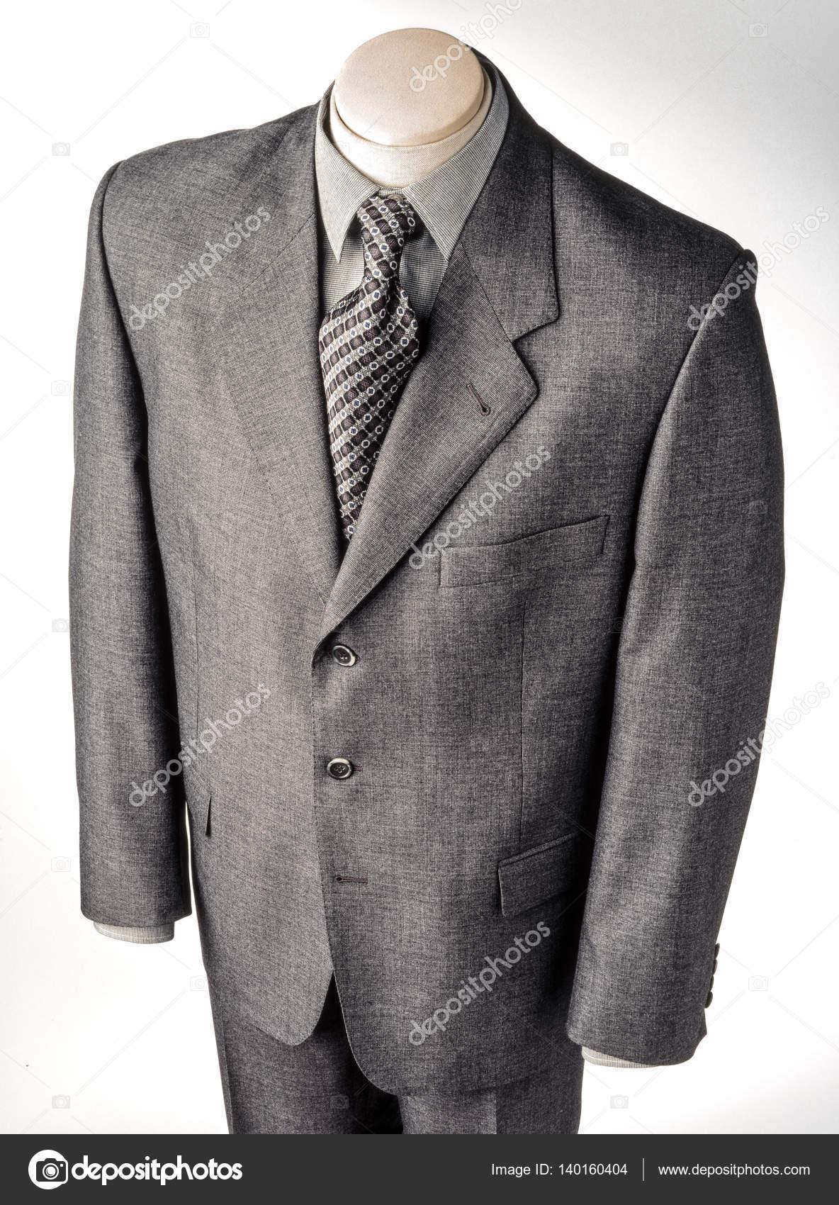 a11be874af1e Terno cinza de tamanho grande para homem no manequim, isolado — Fotografia  por estudiosaavedra