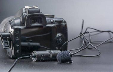 Lapel microphone usen to phone