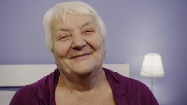 Starší žena detailní portrét důchodce starší žena.