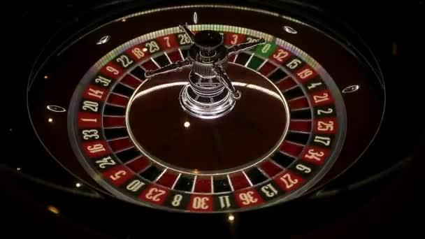 spřádání jasná ruleta na herním stole od elitní kasina