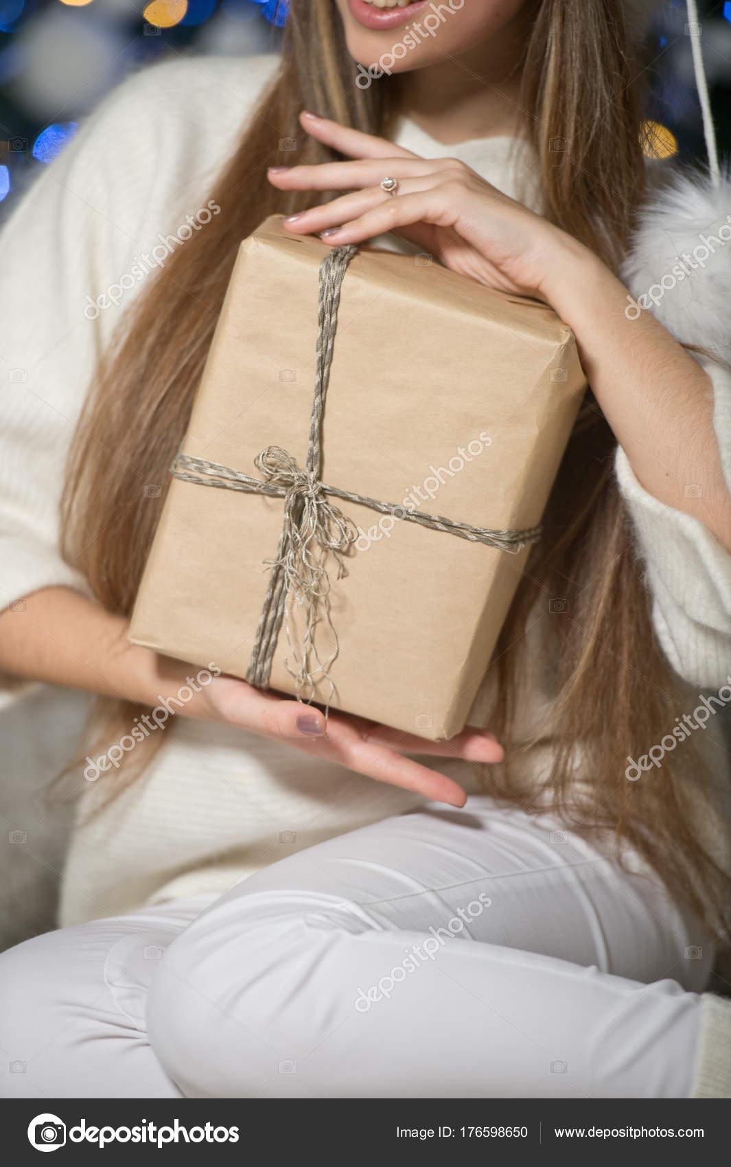Geschenk Händen Der Frau Weihnachten — Stockfoto © darkfreya #176598650