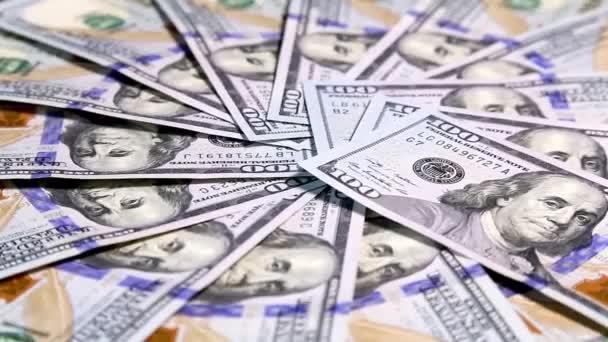 Americké peníze dolarů na rotační plochy pozadí. Nové bankovky sto dolarů