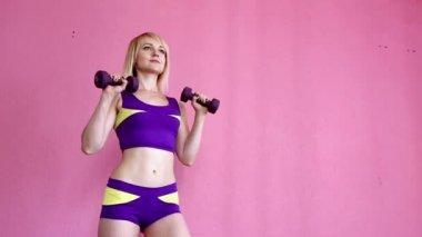 Выпирает трусиков женщины фитнес с большой грудью красивых бессовестных женщин