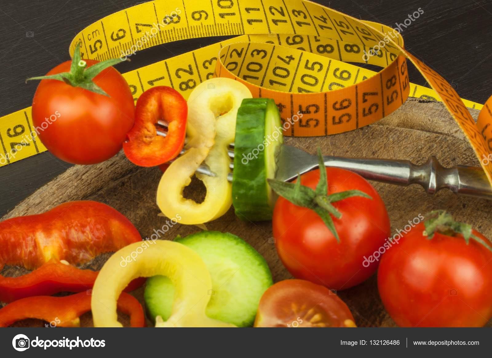 Композиция ассорти сырые органические овощи фрукты детокс диета.