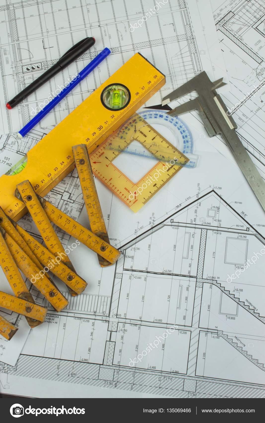 superviseur de bureau de projet plans du b timent projet architectural plan d tage con u s. Black Bedroom Furniture Sets. Home Design Ideas