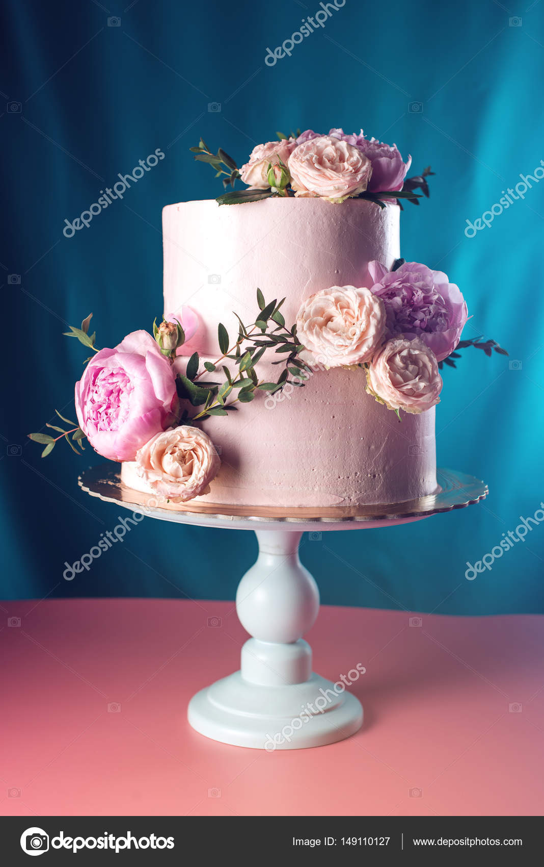 Pink cream wedding cake decorated with fresh roses — Stock Photo ...
