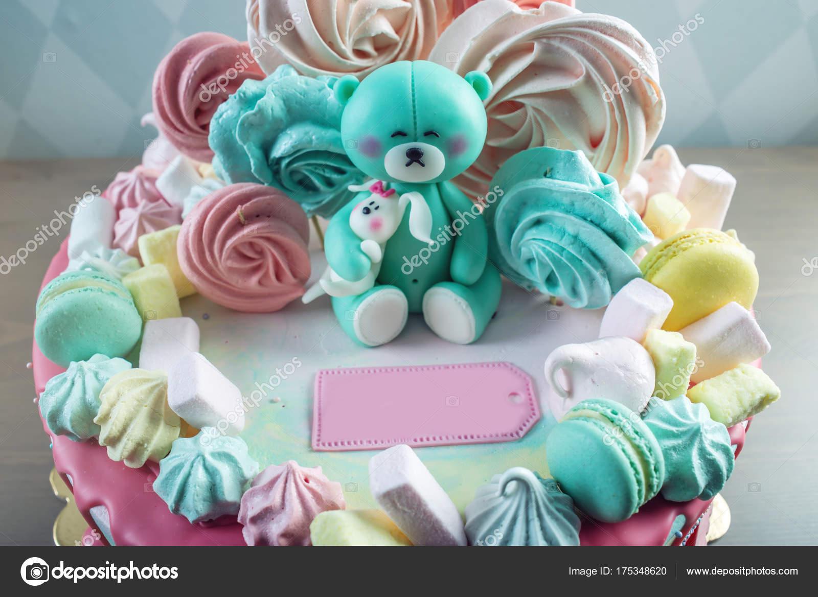 Kinder Kuchen Mit Teddybar Und Bunten Meringues Marshmallows
