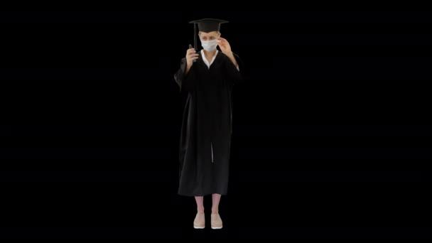 Orvosi maszkos végzős hallgató fertőtlenítőszerrel, Alpha Channel