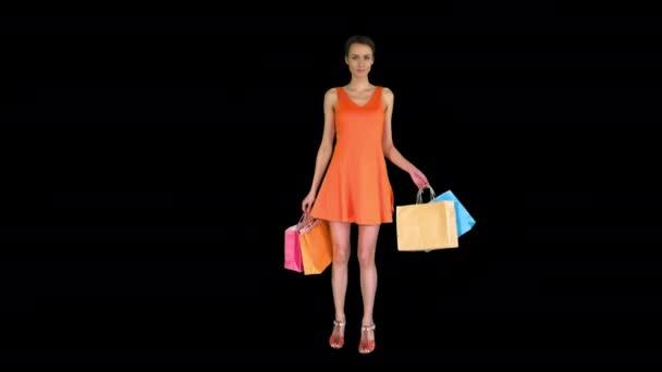 Žena pózující na kameře s pestrobarevnými nákupními taškami, Alpha Channel