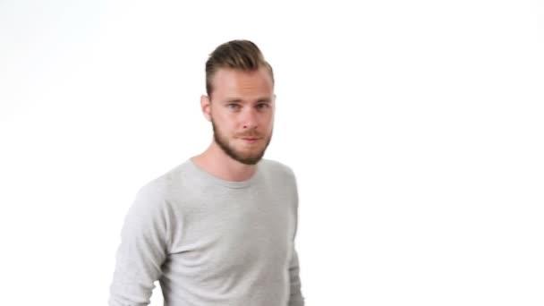Pohodlné muž v šedé tričko