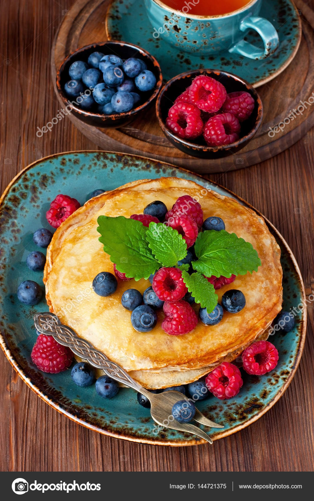 Dessert plate with pancakes and berries