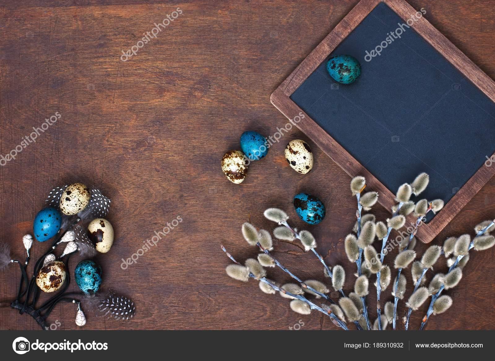 Ostern Fruhling Hintergrund Mit Deko Holz Schiefer Tafel Und Farbe