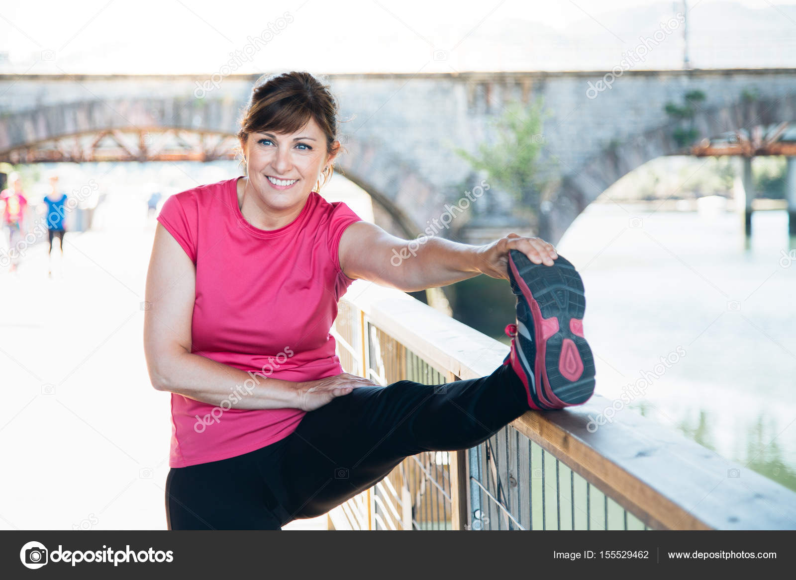 Женщины в возрасте ножки