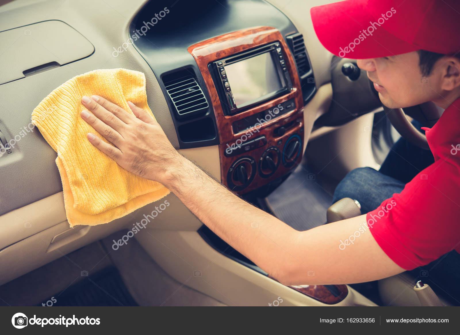 um interior de carro limpeza de homem stock photo kritchanut 162933656. Black Bedroom Furniture Sets. Home Design Ideas