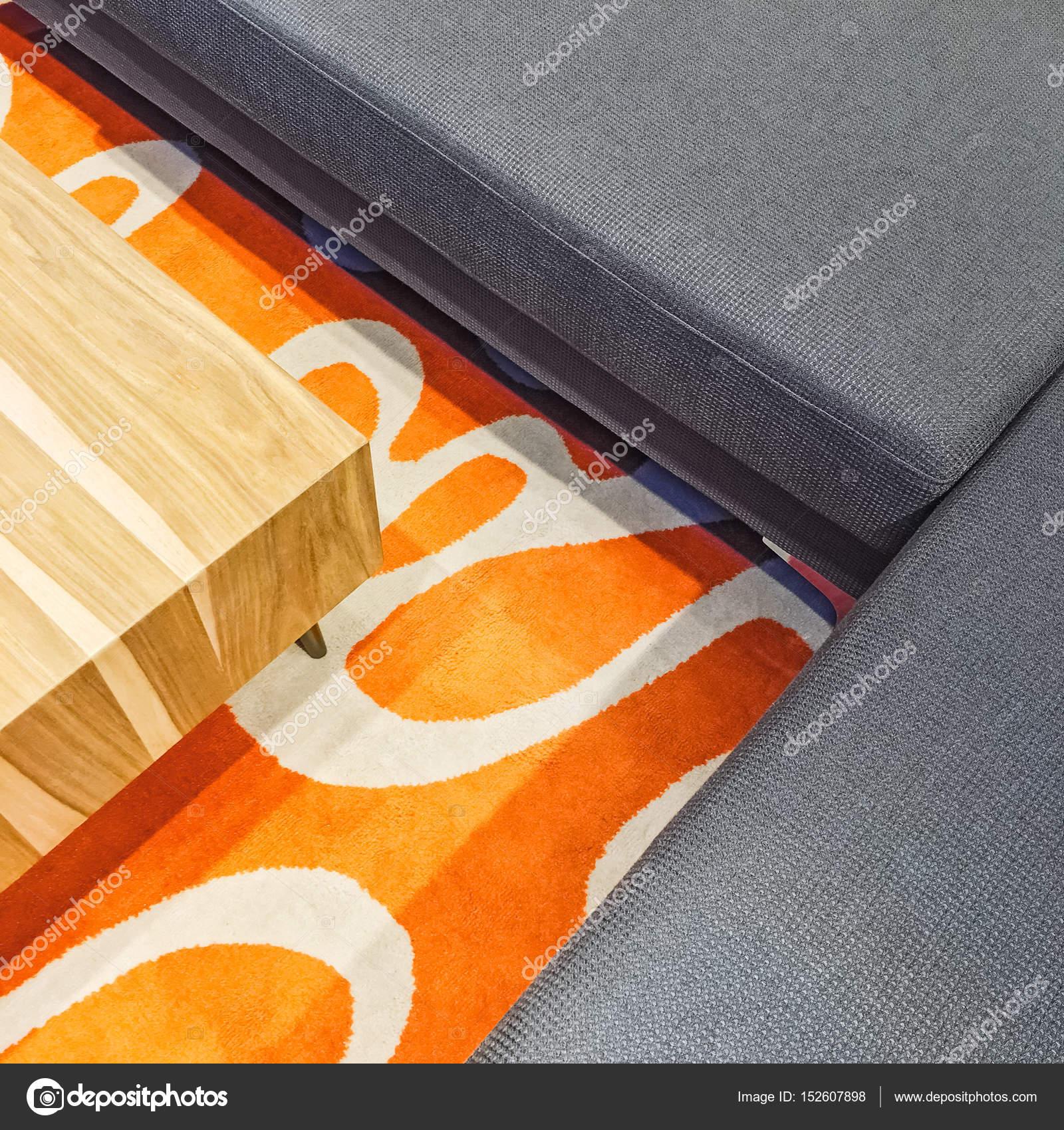 canap dangle gris table basse et tapis orange meubles modernes image de goodmoodphoto - Tapis Orange