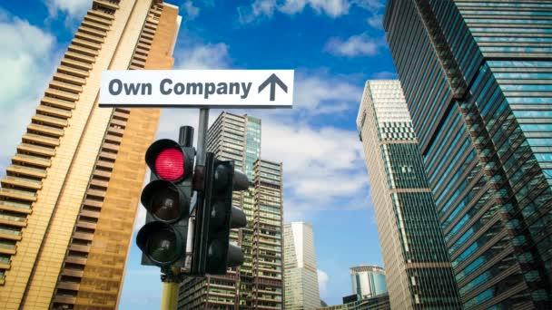 Straßenschild auf dem Weg zur eigenen Firma