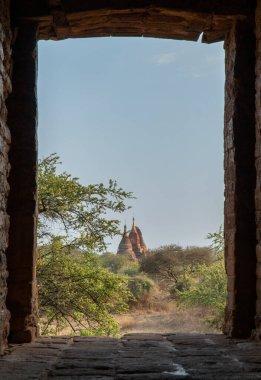 """Картина, постер, плакат, фотообои """"глядя через кирпич открытие старой пагоды ступы пик в баган мьянма постер пейзажи"""", артикул 356955216"""