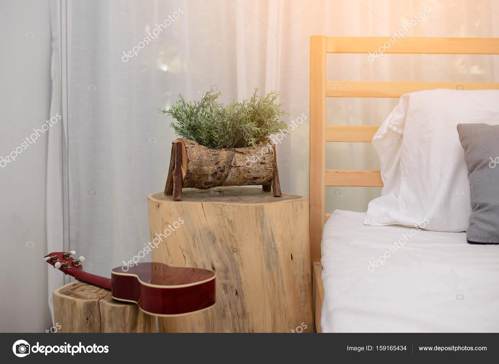Aus Holz Glas Blumen im Schlafzimmer — Stockfoto © itman47 #159165434