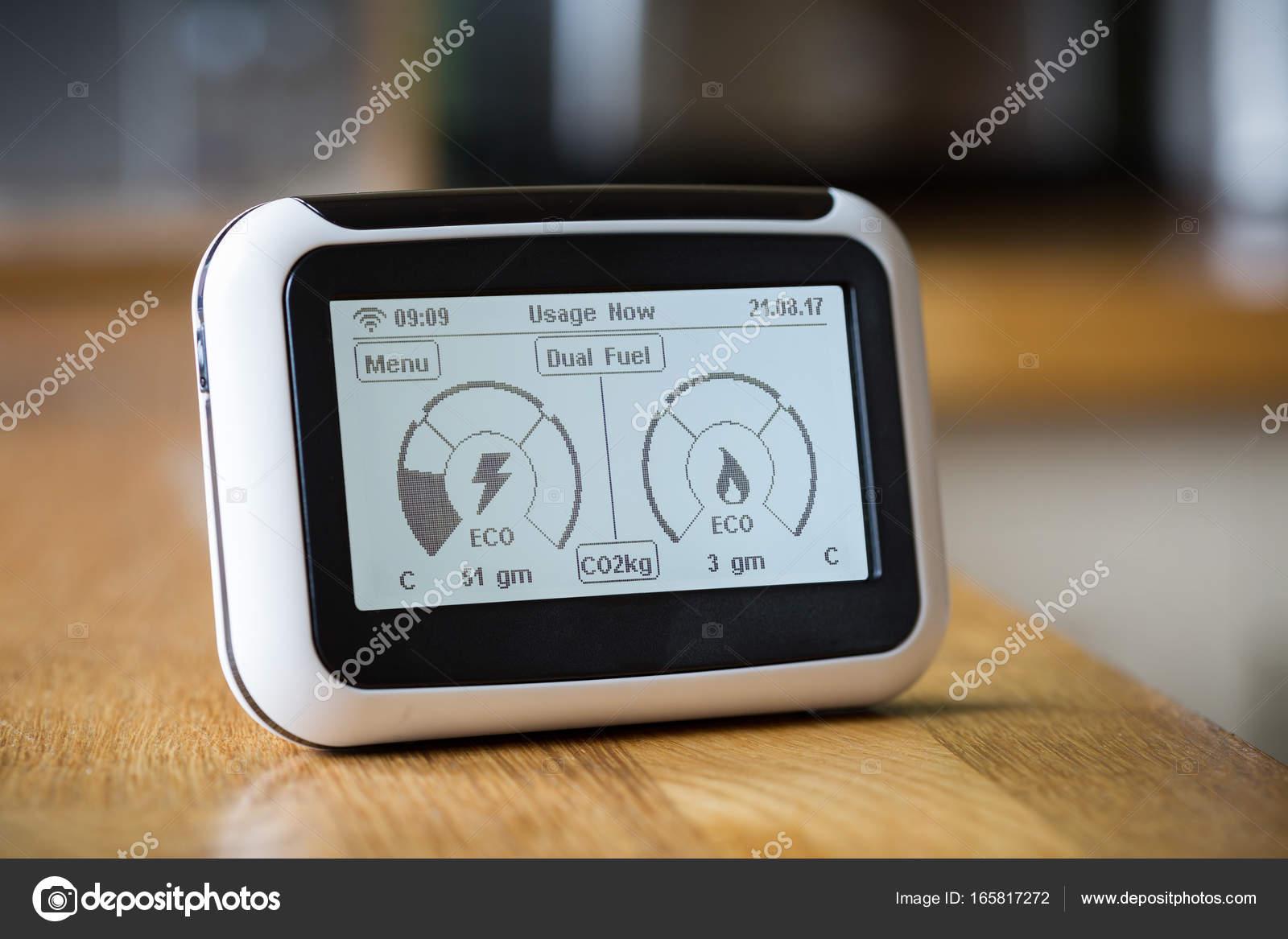 Contador inteligente que muestra las emisiones de carbono — Fotos de ...