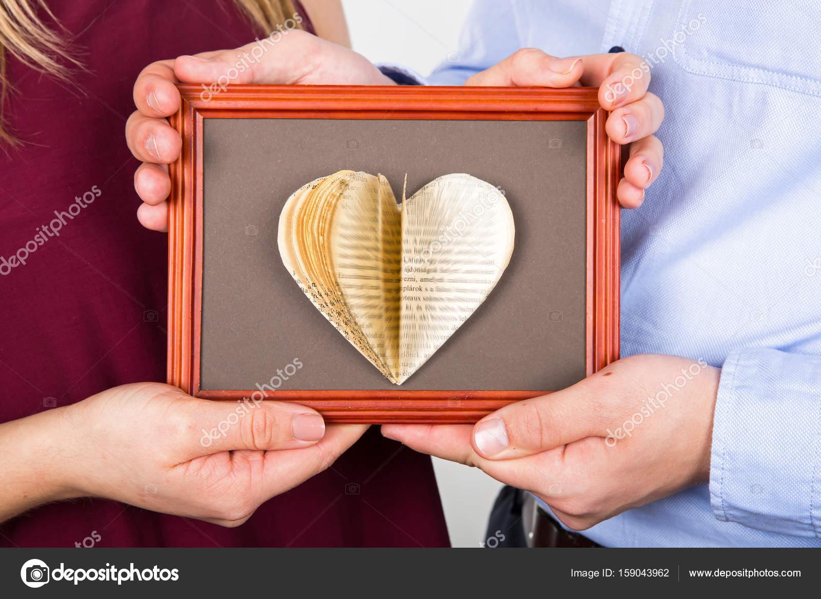 Handgemachte Liebe Buch über Bilderrahmen — Stockfoto © ocskaymark ...