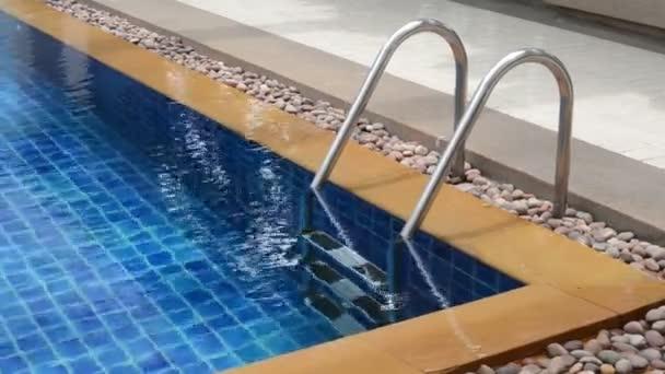 Bazén se schodištěm