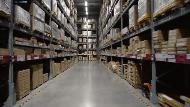 Belül egy nagy tároló raktár gyár