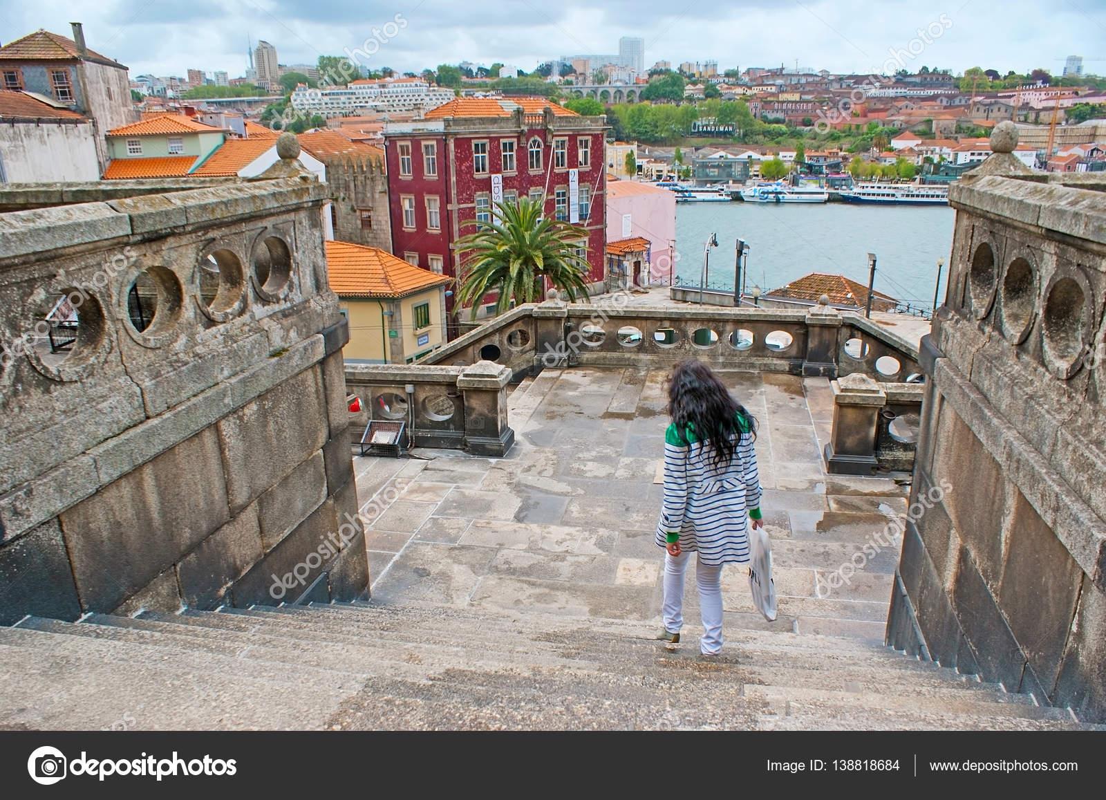 De weergave met stenen trap u redactionele stockfoto efesenko