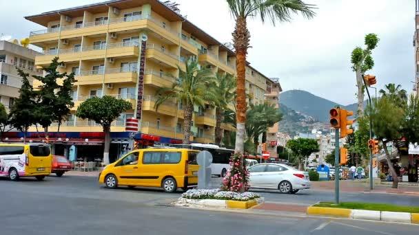 Provoz na Ataturk boulevard v Alanyi