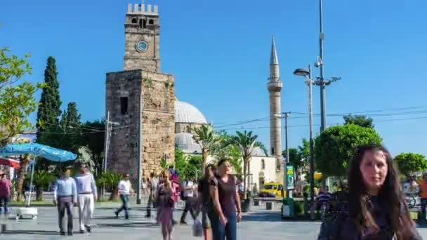 Starověký věž s hodinami v Antalya