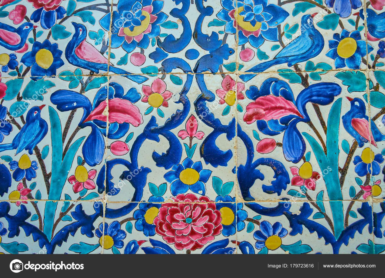 Uccelli e fiori su piastrelle smaltate shiraz iran u2014 foto stock