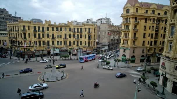 Káhira, Egypt - 24 prosince 2017: Tallat Harb náměstí je slavné místo ve městě, je obchodní a nákupní srdce s rychlou dopravní a krásné Evropské architektury, na prosinec 24 v Káhiře