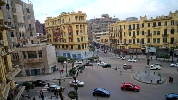 Káhira, Egypt - 24 prosince 2017: Talaat Harb náměstí je jedním z nejkrásnějších míst v centru města, navržen v evropském stylu, na prosinec 24 v Káhiře