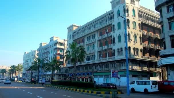 Alexandria, Egypt - 18 prosince 2017: Staré město se pyšní nádherné stavby, jako malé Benátky mansion v Corniche avenue, rušné místo s rychlým provozem, na 18. prosince v Alexandrii