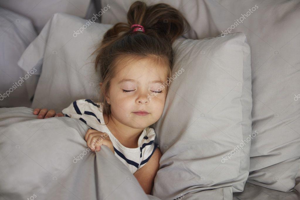 Фотографии спящих девушек в постели фото 691-774