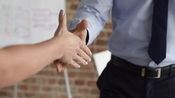 Dohoda mezi dvěma lidmi, obchodní
