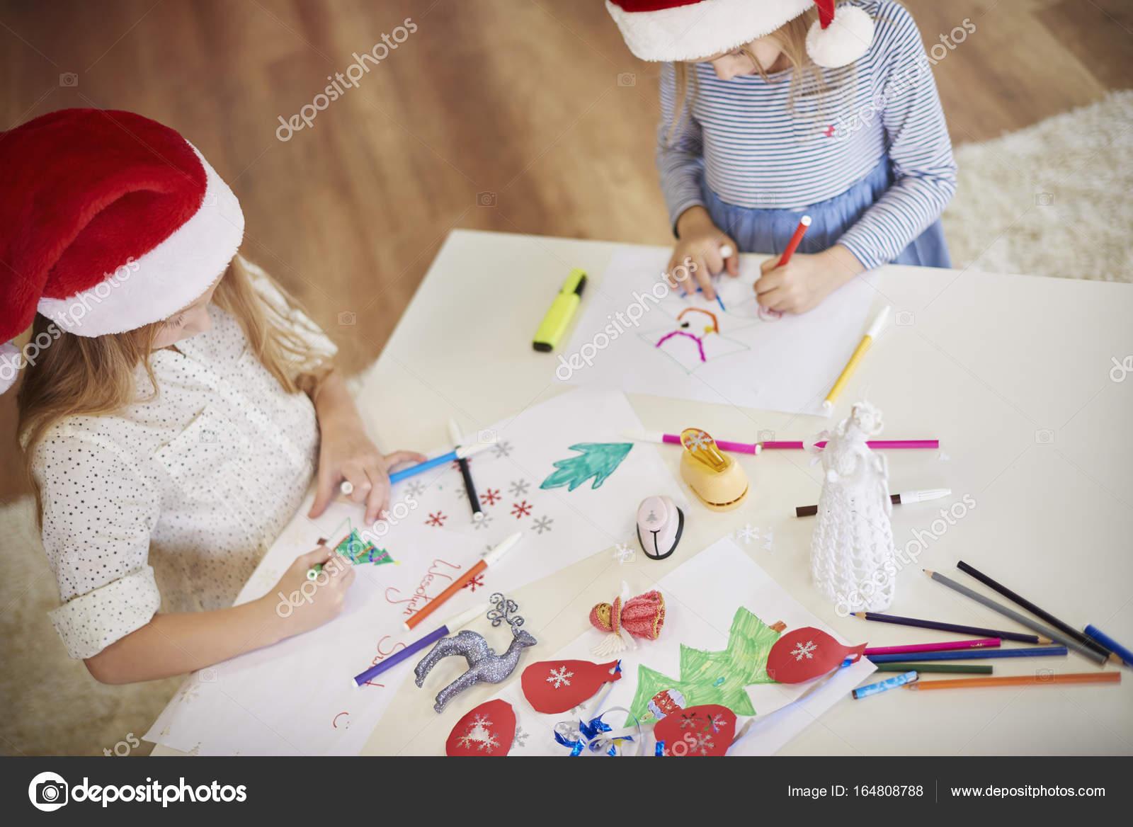 kleine Mädchen zeichnen Weihnachten Bilder — Stockfoto ...