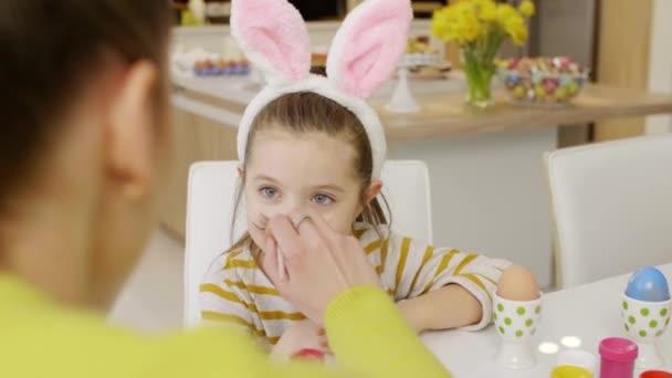 Veselé dítě v kostýmu králík