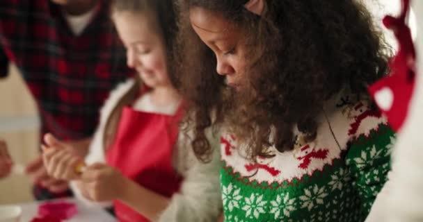 Tilt fel videóműsorok családi díszítő karácsonyi cookie-k