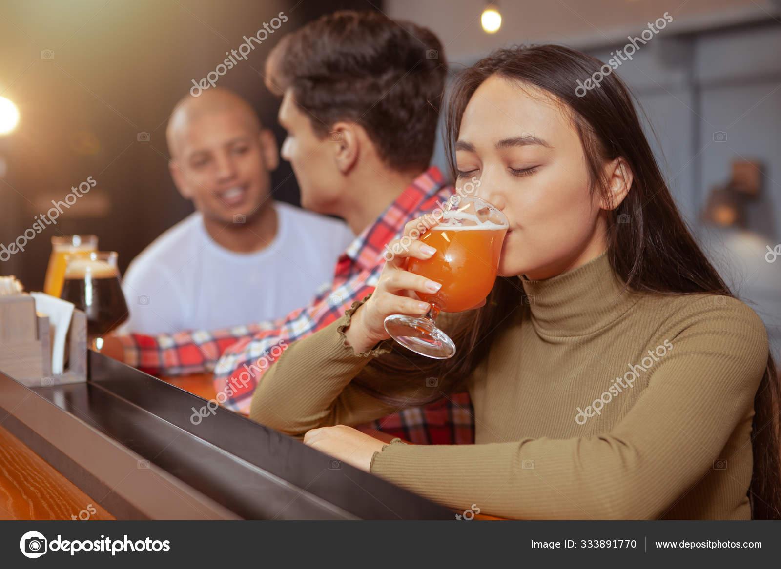этой никогда не пей с друзьями фото здесь