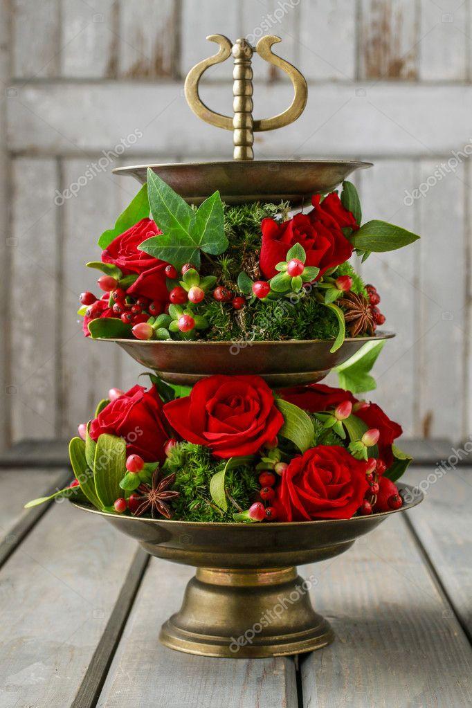 d coration florale avec des roses rouges de gui et de mousse tape par s photographie. Black Bedroom Furniture Sets. Home Design Ideas